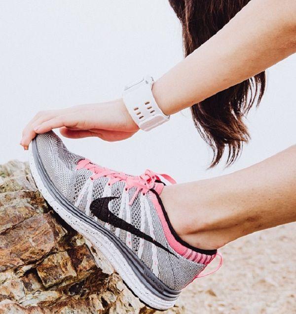 Ces chaussures de tennis sont confortables à porter et sportive .