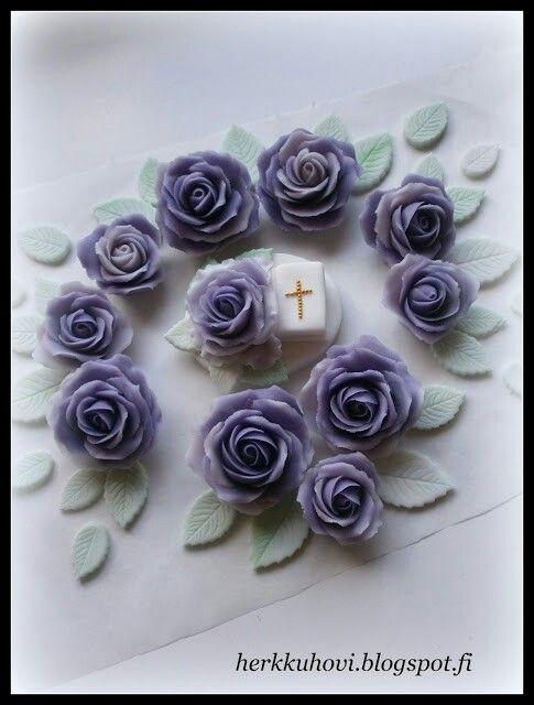 Sugar paste roses Www.herkkuhovi.blogspot.fi