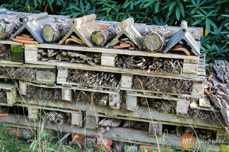Výborným a stabilním základem pro hmyzí útočiště jsou staré a nepotřebné palety. Foto: ©Depositphotos.com/phil_bird