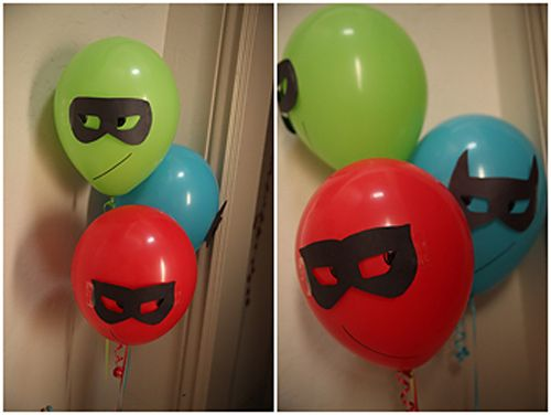 Globos decorados para tu Fiesta de Superhéroes : Globos de Superhéroes: personaliza unos sencillos globos con máscaras de cartón o papel adhesivo. Un proyecto fácil y barato que puedes hacer en casa. Pued