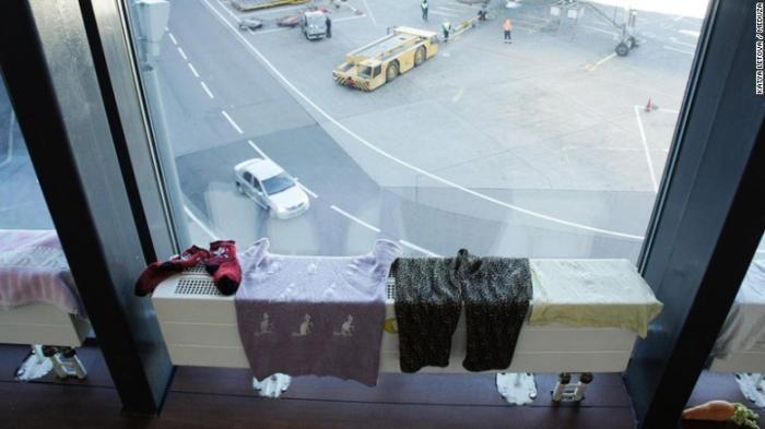 Курдын гэр бүл Москвагийн нисэх буудалд 50 хоножээ