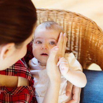 El llanto descontrolado del bebé es una situación que provoca angustia y estrés a los padres. En Guiainfantil.com te proponemos 10 técnicas infalibles para tranquilizar y calmar a tu bebé.