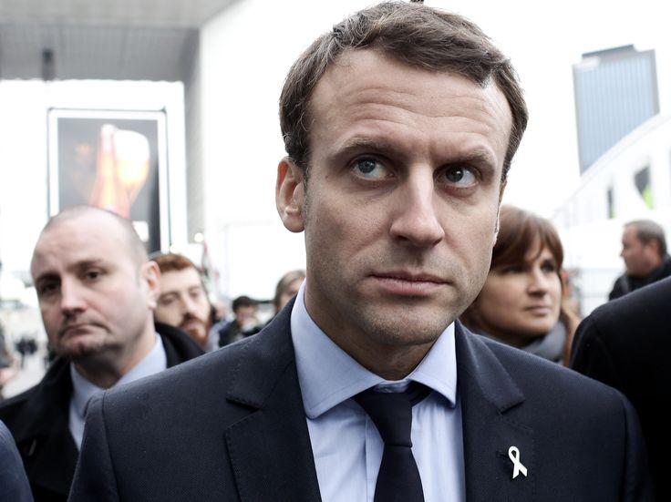 http://www.closermag.fr/article/emmanuel-macron-calin-avec-son-chien-figaro-dans-paris-match-la-toile-ironise-607816