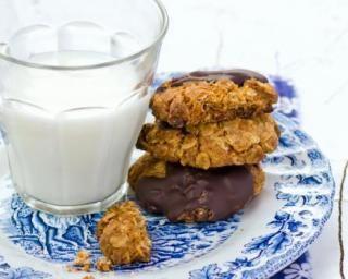 Cookies au son de blé légers au chocolat : http://www.fourchette-et-bikini.fr/recettes/recettes-minceur/cookies-au-son-de-ble-legers-au-chocolat.html
