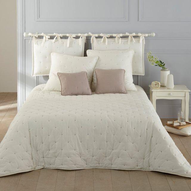 - Стеганая подушка для изголовья кровати Aéri. 100% хлопка. Контрастная вышивка кругами. Наполнитель из полиэстера (1100 г/м²). С широкими завязками. Толщина 11 см. Размер: 50 х 70 см.