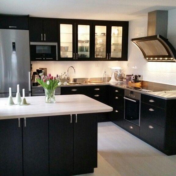 Black kitchen inspiration.   Köksfläkt Rustik från Fjäråskupan