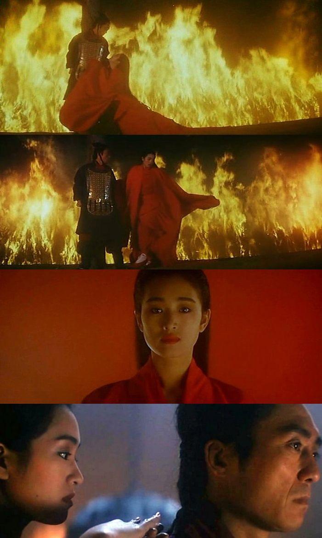"""Что может быть символичней, чем пламенеющее красное платье. Гун Ли (Gong Li) и Чжан Имоу (Zhang Yimou) на пике своих отношений в фильме """"Терракотовый воин"""" (Qing yong), 1990.  Гун Ли по обыкновению божественна. И не только в красном. Кажется, это первое появление размашистого красного платья, которое потом будет активно тиражироваться в исторических фильмах."""