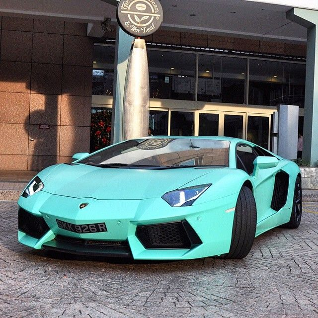 Lamborghini Aventador in Tiffany Blue