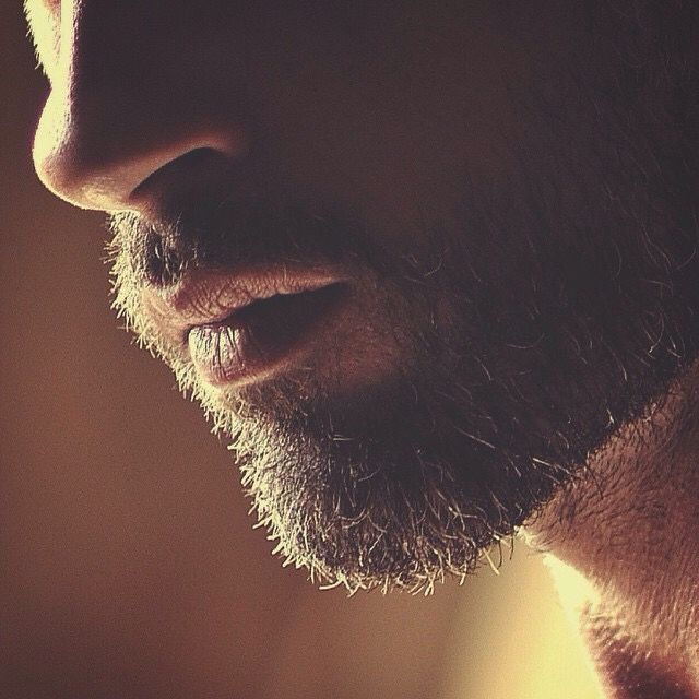 Men's Scruffy Beard.