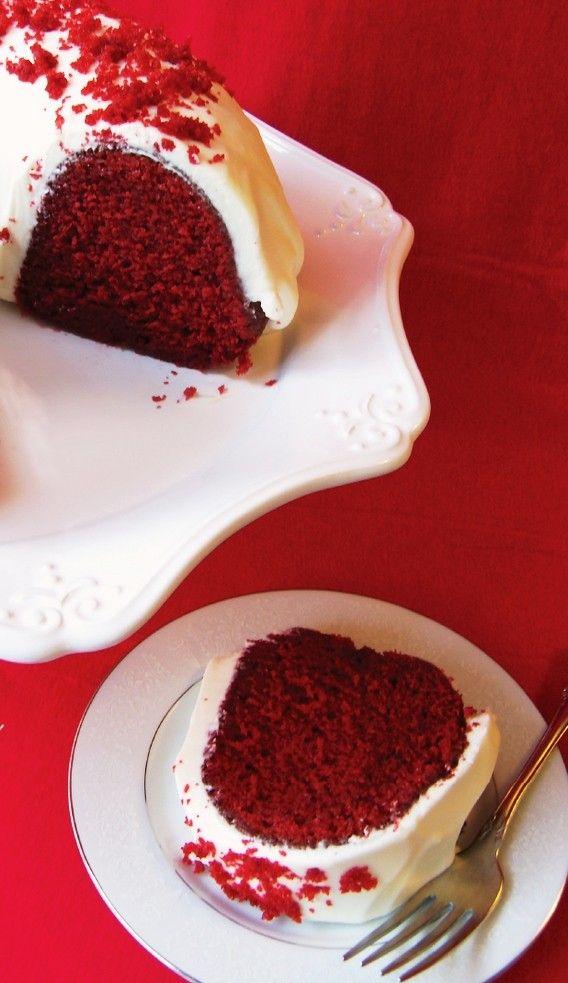 Delicious Christmas Red Velvet O Cake, Red Velvet O Cake, Christmas Cake Recipe #christmas #food #cake www.loveitsomuch.com