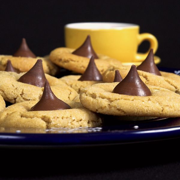 An easy recipe for delicious Peanut Butter kiss cookies. Peanut Butter Kiss Cookies Recipe from Grandmothers Kitchen.