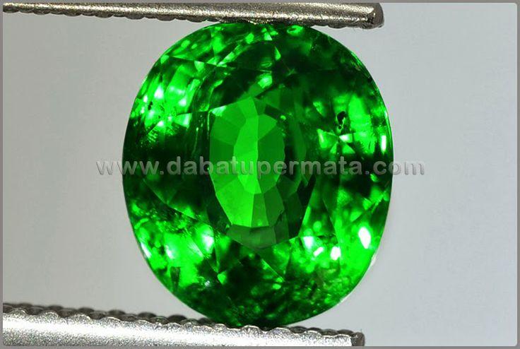 Sparkling Lux Hot TSAVOLITE Crystal Bling-Bling. Code:BRG 010 Nama:Natural TSAVOLITE (GARNET) + Memo BIG Asal/Origin:Sri Lanka/ Tanzania Berat Batu:est 3.1 ct Size/Ukuran:8.6 x 7.6 x 5.6 mm