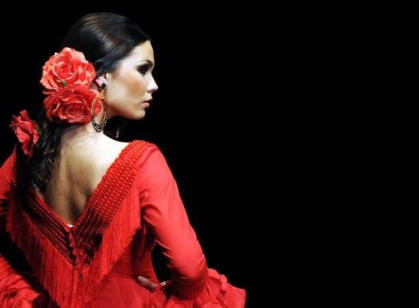 Utterly bewitching flamenco dance loveliness. #flamenco #dress #dance #dancing #Spanish #Spain #woman #red