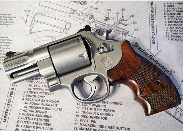 A Smith&Wesson Perfection! God bless your week! #BrazilianBadassery #GodBless #AlwaysPrayForTheBestAndBePreparedForTheWorst
