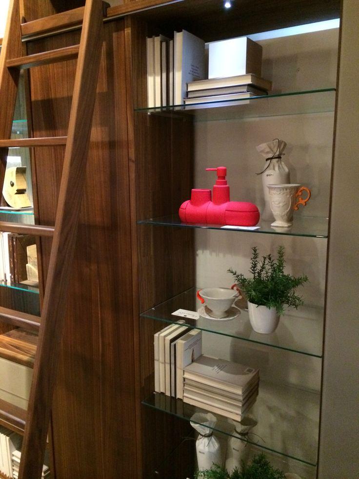Parete attrezzata Cubus #libreria #parete attrezzata #noce #scala #vetro #SpazioRivaViva #Milano #roma #arredamento #ecologico #sostenibile #legno #legnomassello #prodottieco #Team7 #restylin #ecoshop