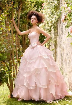abito da sposa rosa Atelier Aimèe Collezione Villa Carlotta I can't understand what was written but I certainly hope it says this is an absolutely beautiful gown.