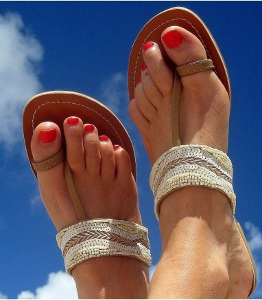 love these toe sandals