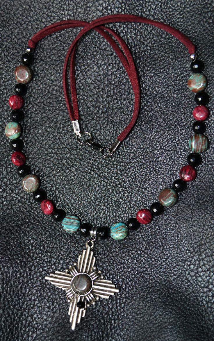 Collana Gothic in Perle Nere sfaccettate, Pietre Naturali e Grande Croce in Argento Tibetano e Turchese