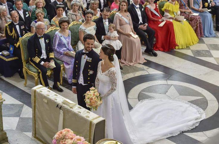 So Chic ! mariage-royal-le-prince-carl-philip-de-suede-et-sofia-hellqvist-se-sont-dit-oui-11220.2Fla-ceremonie-a-eu-lieu-a-la-chapelle-royale-de-stockholm-devant-plus-de-500-invites-