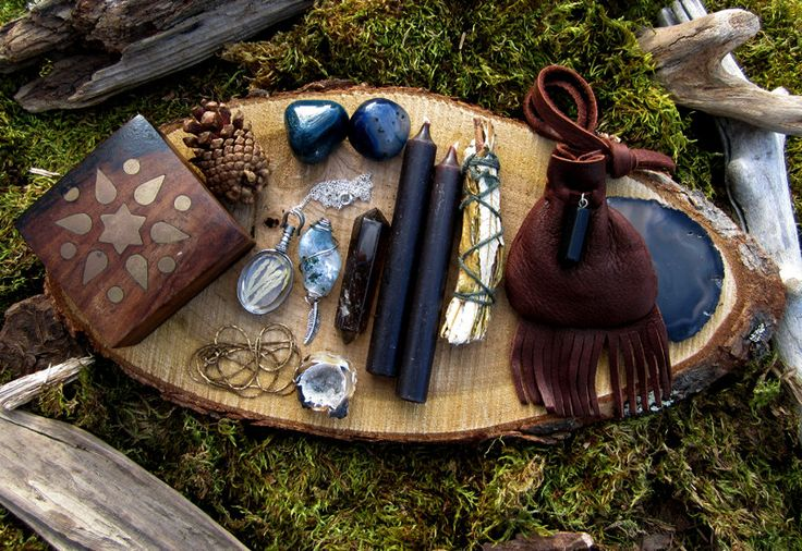 images of traditional witch altars - Google Search  I love the Witch's bag