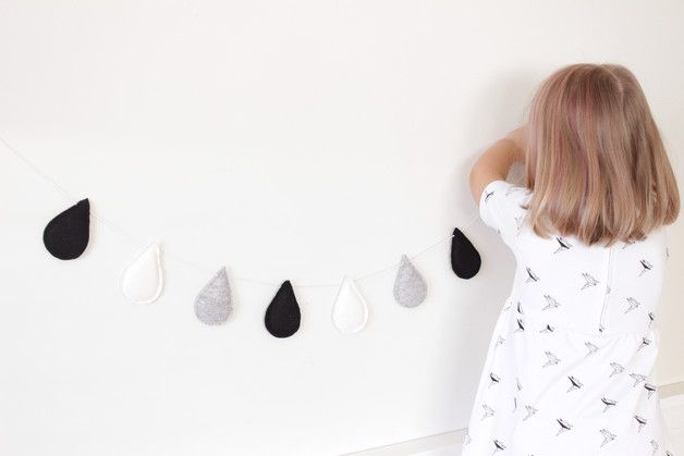 Handmade decorative monochrome garland for decoration baby room.  Garland includes:  - 3 black felt drops - 2 gray felt drops  - 2 white glitter cotton drops - cotton ribbon.   It is...