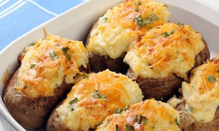 Πατάτες γεμιστές στο φούρνο. Ένα νόστιμο και εύκολο φαγητό για να το απολαύσετε ζεστό από το φούρνο..