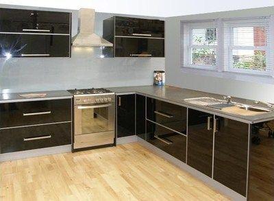 Acrylic Vs Glass for kitchen panels - high gloss toughened glass. http://www.ispsinnovations.com.au/acrylic-vs-glass-vs-bonethane-premium.html #blackkitchen #design