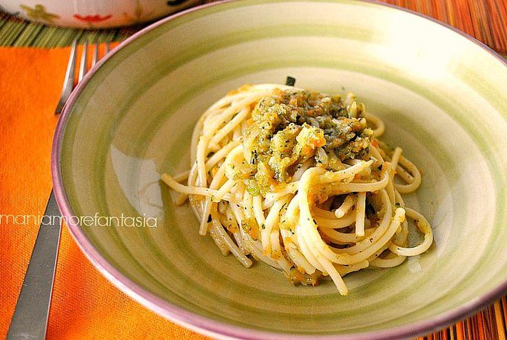 Un piatto velocissimo e leggero, da preparare durante il tempo di cottura della pasta: gli spaghetti al ragù di verdure. Scoprite la ricetta-