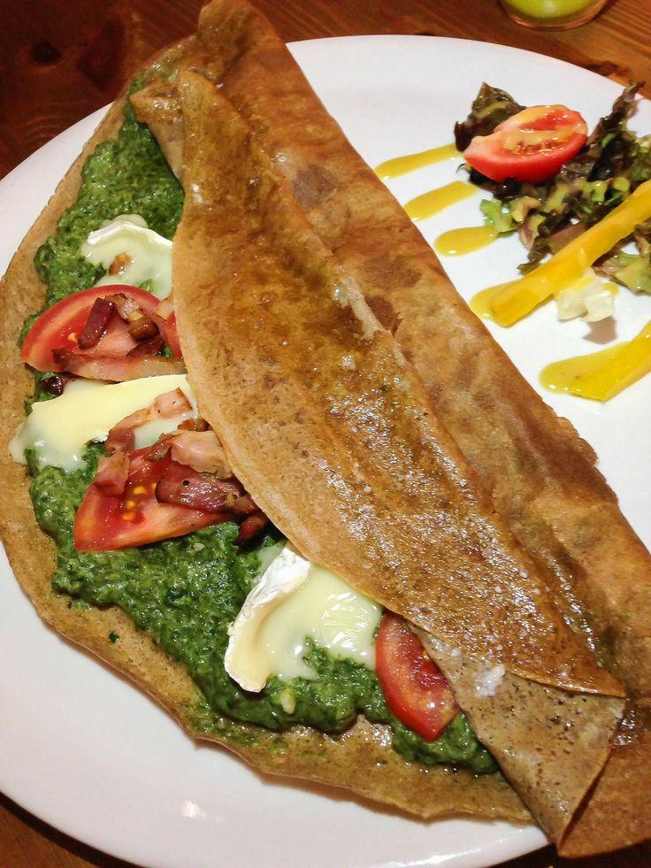 Pri písaní tohto článku sme slintali na klávesnicu. // Spinach, tomato, bacon, camembert crepe.  Best Bratislava (Slovakia) Restaurants