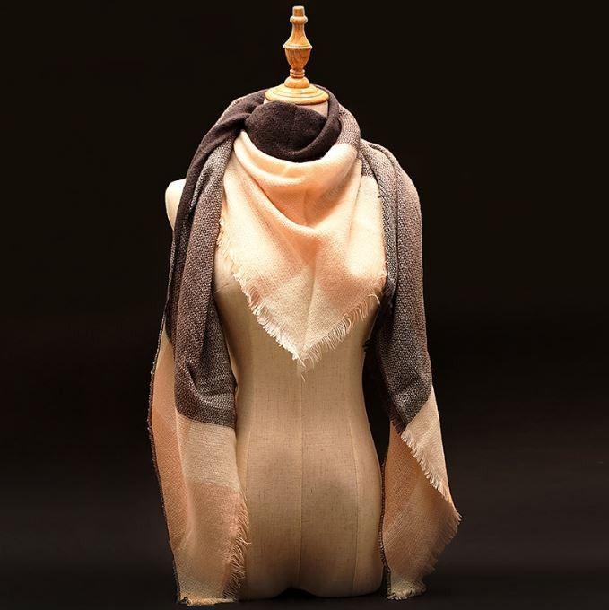 Velká dámská luxusní teplá šála – šedooranžová – SLEVA 50 % + POŠTOVNÉ ZDARMA Na tento produkt se vztahuje nejen zajímavá sleva, ale také poštovné zdarma! Využij této výhodné nabídky a ušetři na poštovném, stejně …