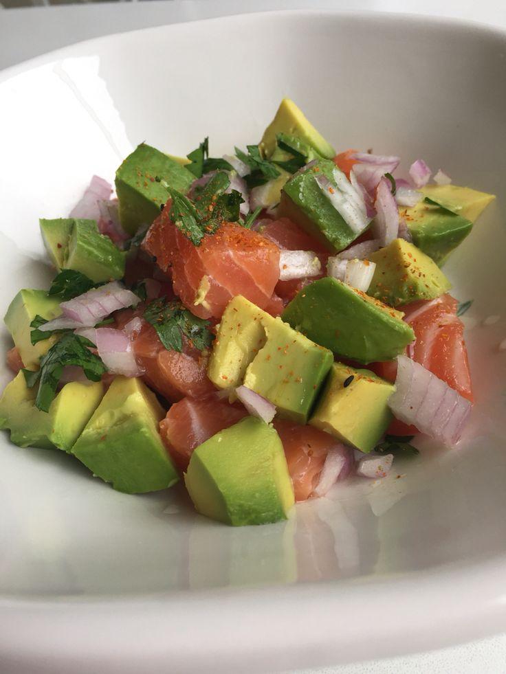 Salad tartare con avocado ,cebolla y perejil  Aliño:1 cdta sour cream,vinagre de arroz,aceite de ajonjolí,sillao bajo en sodio,tagarashi (picante japonés)