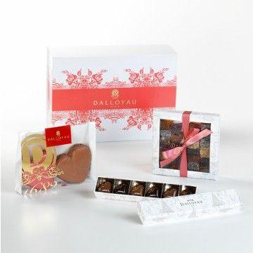 Coffret Rouge Flamboyant - Boîte Mythique de Pâtes de fruits (220g), Boîte de 6 bonbons coeur et Duo de macarons individuels