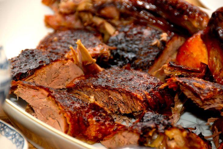 Se hvordan du kan genopvarme andesteg uden at kødet bliver tørt. Den færdigstegte and opvarmes vd 225 grader, og bliver sprød og lækker. Hvordan er det bedst at genopvarme andesteg? Det spørgsmål stiller mange sig selv