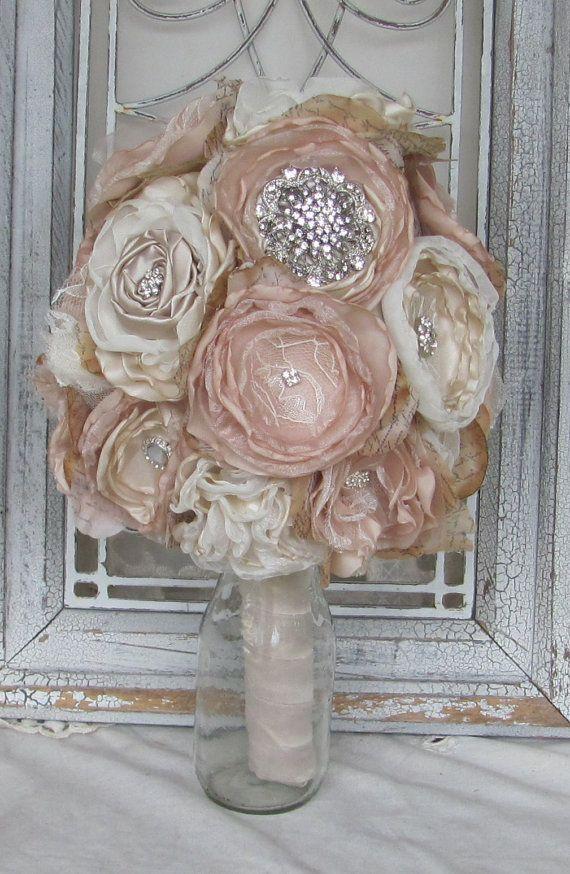 Bouquet de strass broche Bouquet, Bouquet de mariée, mariée, Bouquet de fleurs de tissu, bouquet Vintage, Champagne et Ivoire, Shabby Chic Bouquet
