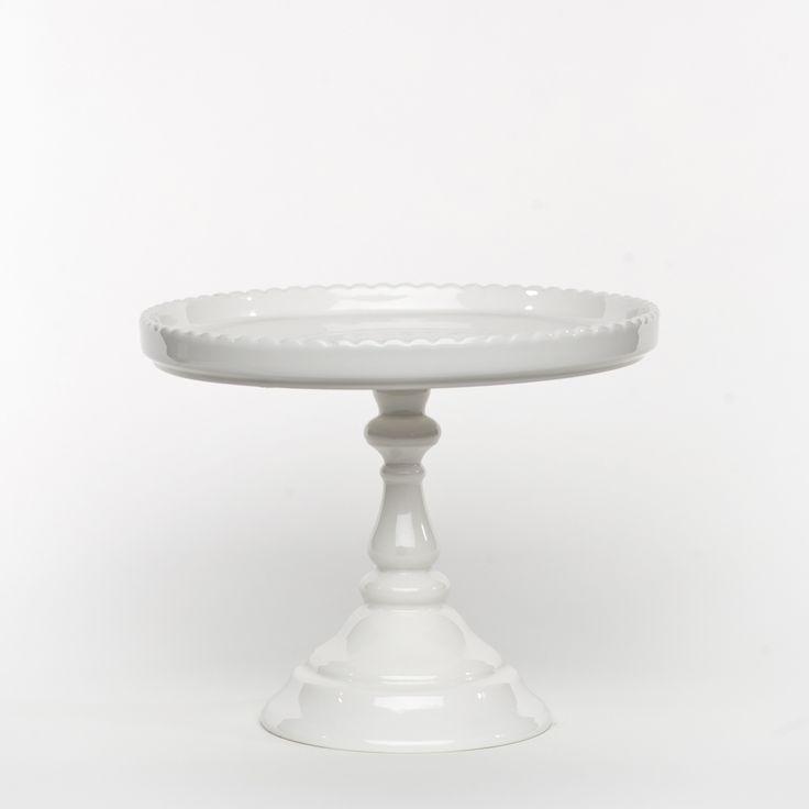 white round cake stand