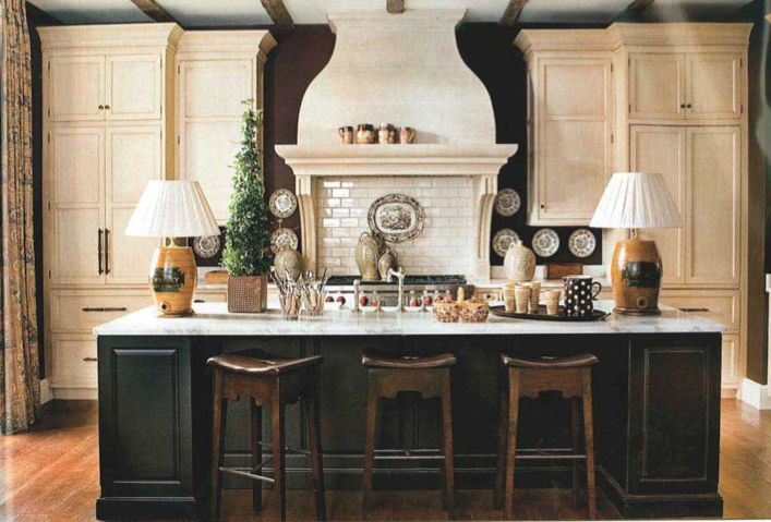 Vintage Mulberry: Wednesday's What If's!…Mr. Dan Carithers!Beautiful Kitchens, Cream Cabinets, Black Walls, Dan Carithers, Subway Tile, Dark Walls, Kitchens Islands, White Cabinets, Southern Accent