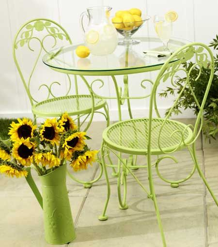 Patio furniture looking dull and dated? Think twice before you toss them out... It's easy to transform them and make them look better than new. All you need is a little imagination and a few cans of Rust-Oleum 2X spray paint. http://www.home-dzine.co.za/crafts/craft-spraylicious.htm#