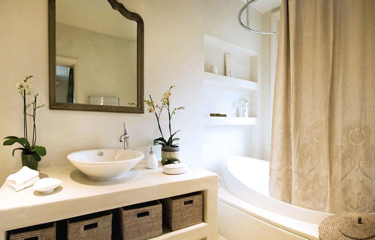 Угловой карниз для ванны: особенности выбора и 75+ функциональных и стильных решений http://happymodern.ru/karniz-dlya-uglovoj-vanny-foto/ Карниз для шторы овальной формы в интерьере ванной современного стиля Смотри больше http://happymodern.ru/karniz-dlya-uglovoj-vanny-foto/