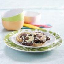 Chocolate and Vanila Cookies http://www.sajiansedap.com/recipe/detail/624/chocolate-and-vanila-cookies#.U8TzdPmSxRE