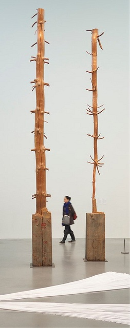 Day Forty Two Giuseppe Penone (1947 -) 11 Meter Tree, 1989 (image by Alte Brunvoll via flickr) Penone's work is focused on the relationship between man and nature, with the tree as a central motif. Here, he has chiselled away the tree's rings and fo ...(See the best #Art installations in NYC on https://www.artexperiencenyc.com
