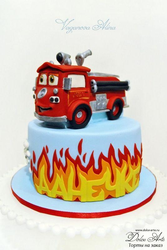Пожарная машина из Тачек | Dolce Arte - торты на заказ. Печенье ручной работы. Капкейки, маффины, десерты, макарун. СПб.