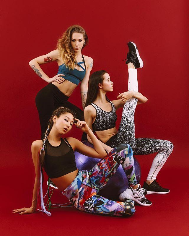 """Reebok объединяет! Лондон Токио Москва - три города ставшие вдохновением для нового лукбука бренда посвящённого женской коллекции для занятия йогой танцами и кардио. За Москву отвечает юная балерина Мария Хорева @marachok  за Токио и Лондон танцовщицы стилей """"Vogue"""" Лена @lena_tt и """"Kinky"""" Наташа @natashafontan . Коллекция уже доступна на официальных ресурсах бренда.  @reebok_russia #reebok #marieclairerussia  via MARIE CLAIRE RUSSIA MAGAZINE OFFICIAL INSTAGRAM - Celebrity  Fashion  Haute…"""