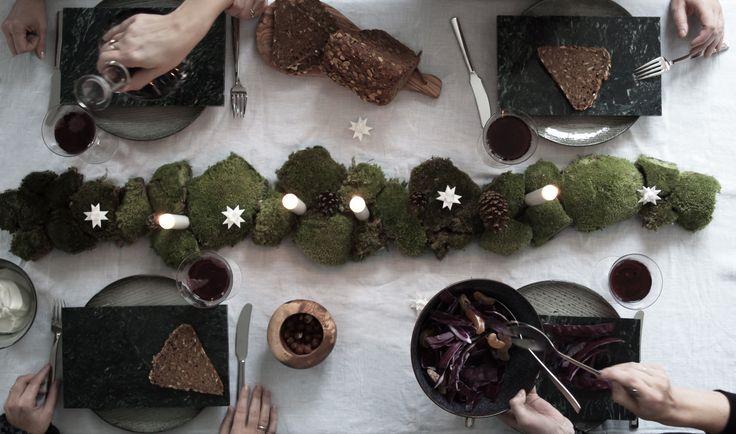 """Vi har dækket juleborde! -Måske har du set lidt til dem på instagram og i Boligcious lookbook, men i dag får du dem at se i detaljer.           JULE MIDDAG I SKOVBUNDEN Det første bord dækkede vi i forbindelse med Boligcious Lookbook """"The Christmas Issue"""". Jeg arbejder altid ud fra et tema, og..."""
