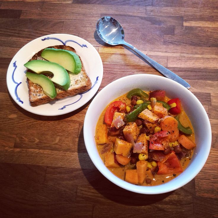 Chunky vegetable Thai curry with avocado toast. Ingredients of the curry: red onion, sweet potato, carrot, red and green peppers and chickpeas. Not actually as vegetarian-friendly as it sounds as I used Massaman curry paste which contains fish. Coconut milk too, of course!