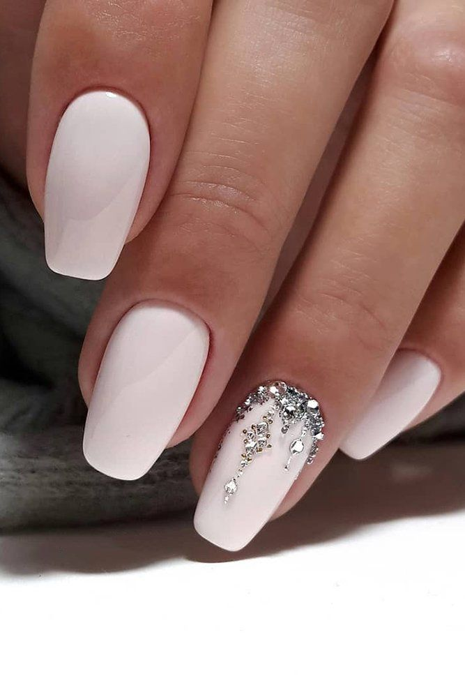 30 Stylish White Nail Designs Bridal Ideas Wedding Forward In 2020 Wedding Nail Art Design Simple Wedding Nails Wedding Day Nails