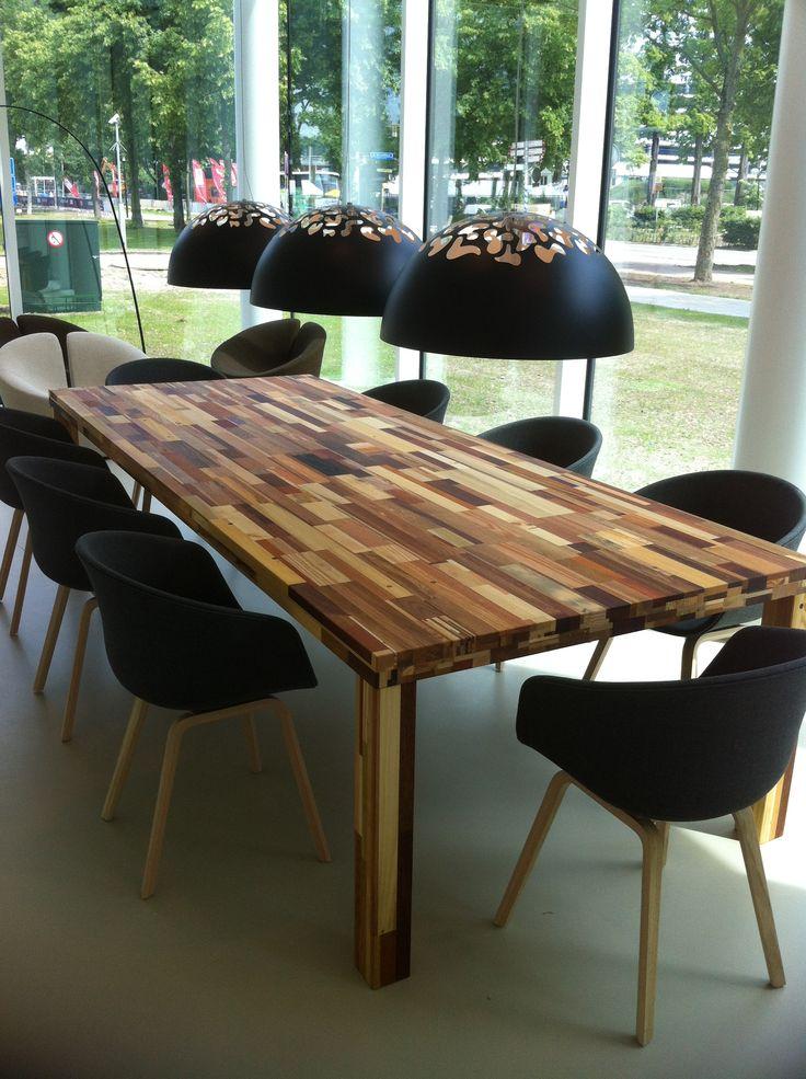Voor de wachtkamer bij Danone een pracht van een Brabants bonte corner tafel van 4 meter lang, 1 meter breed en 7 cm dik. Made / Loosbroek by Herso