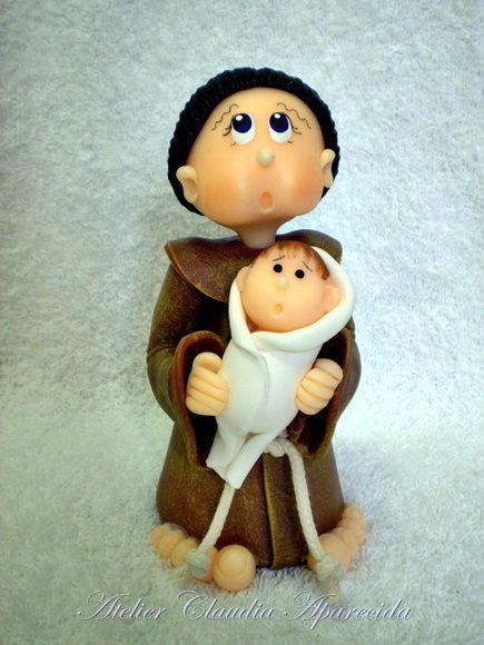 Santo Antonio modelado em biscuit com características infantis.  Elo7 - Atelier Claudia Aparecida