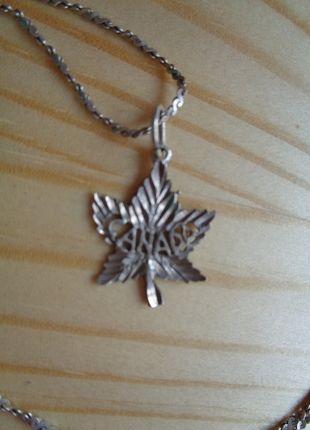 Kupuj mé předměty na #vinted http://www.vinted.cz/doplnky/nahrdelniky-and-privesky/11124755-stribrny-kanadsky-list-privesek-retizek