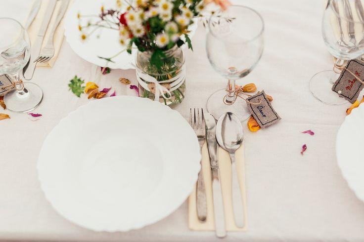 Wedding table.  foto: www.bilacerna.cz