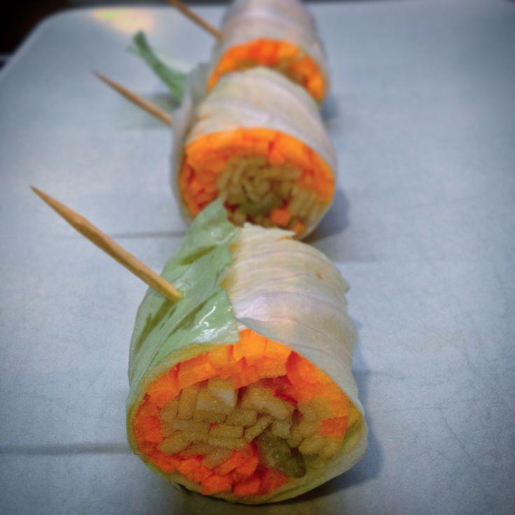 Raw Roll Lattuga Romana, Carote, Mele e Sedano - Romaine Lattuce, Carrots, Apples and Celery